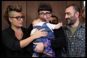 Un hijo con dos madres y un padre